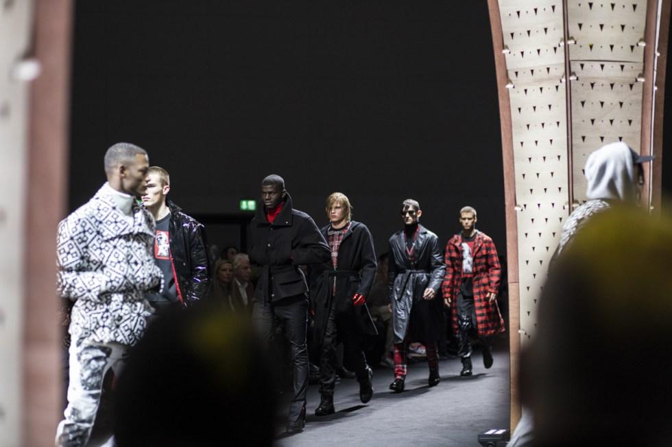 Finale at Versace men FW17 in Milano for milano moda uomo