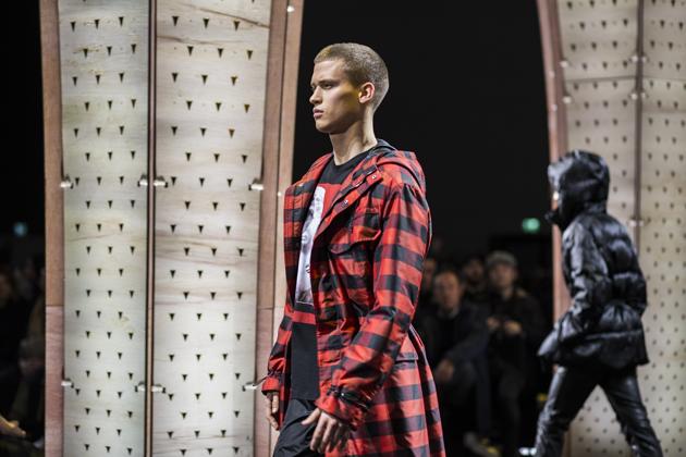 versace-men-autumn-winter-2017-mfw-07