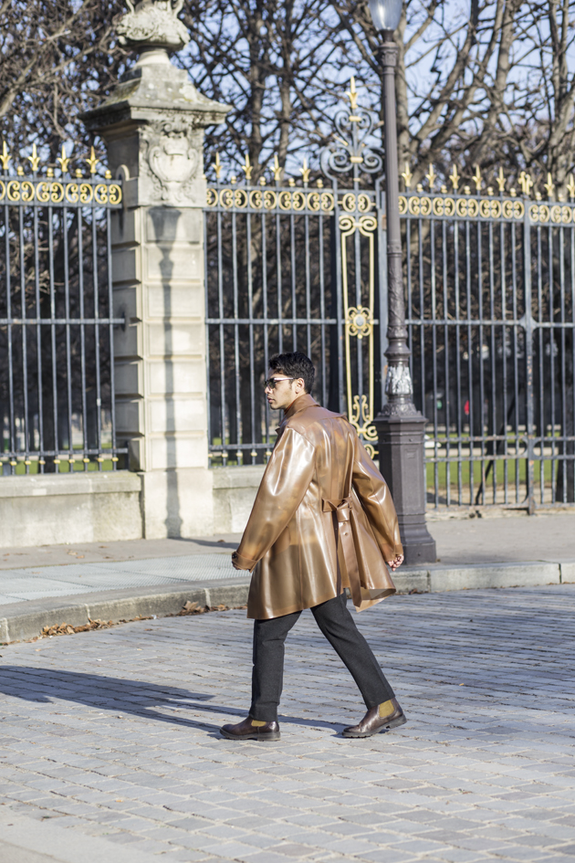 pfw-day-4-daks-london-burberry-pvc-trench-03