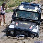 normal_2_defender_girls_stuck_in_mud_010