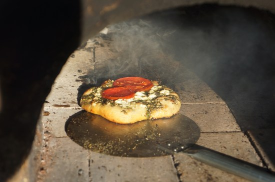 Outdoor Cob Oven: Pesto Pizza