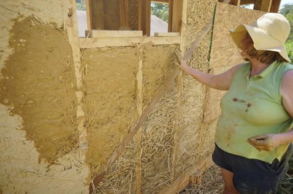 Clay slip on a light clay straw wall