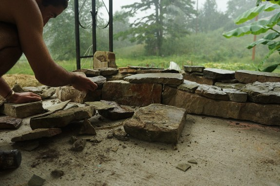 Dry stacking stone foundation