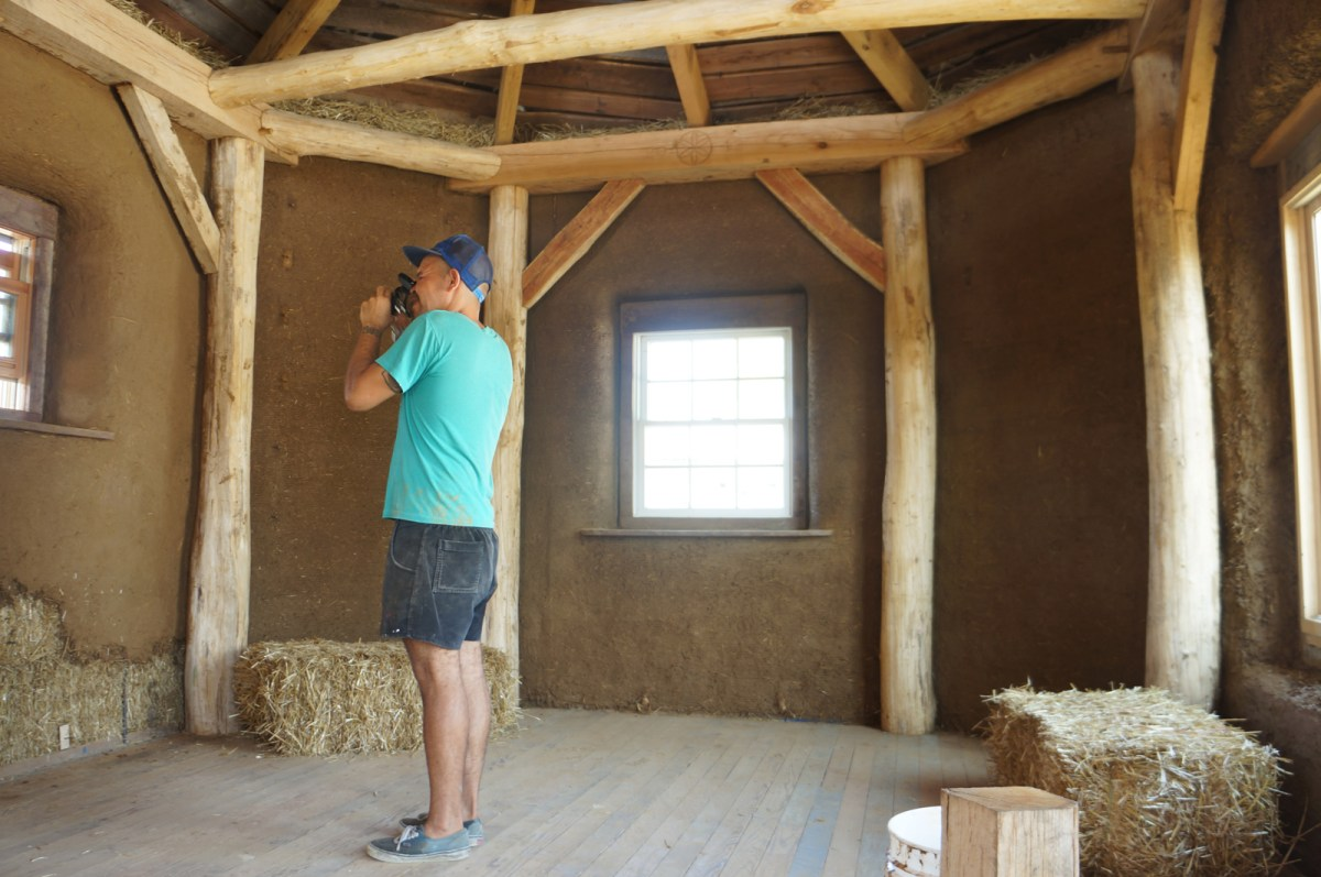 Timber framing straw bale advantages timber frame for How to build an a frame home