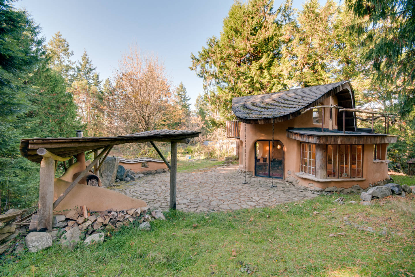 This mayne island cob house is amazing the year of mud for Home designs bc