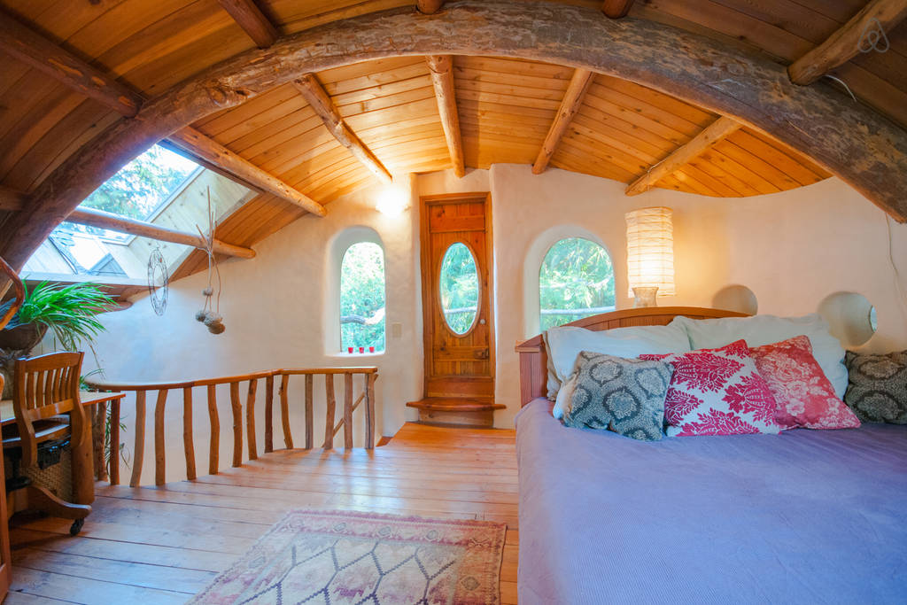 This mayne island cob house is amazing the year of mud for Building a one bedroom house