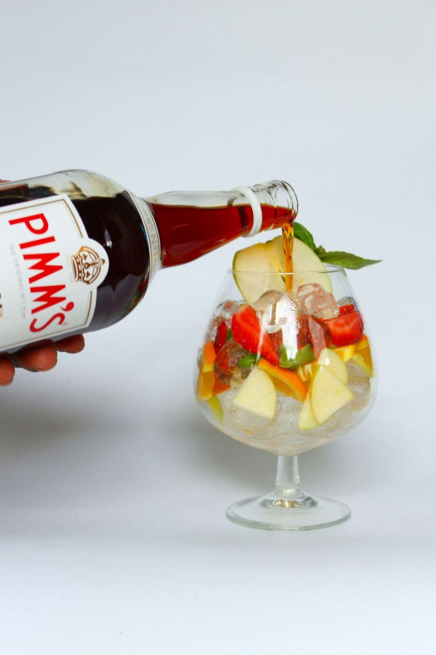 Pour Pimm's