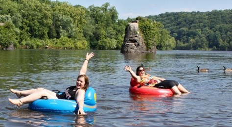 Tubing down the Delaware | tubing on the Delaware River | Delaware River tubing | NJ | New Jersey | PA | Pennsylvania