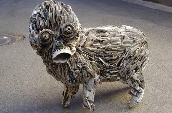 weird-newspaper-sculpture