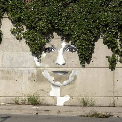 street_art_green_hair(2)