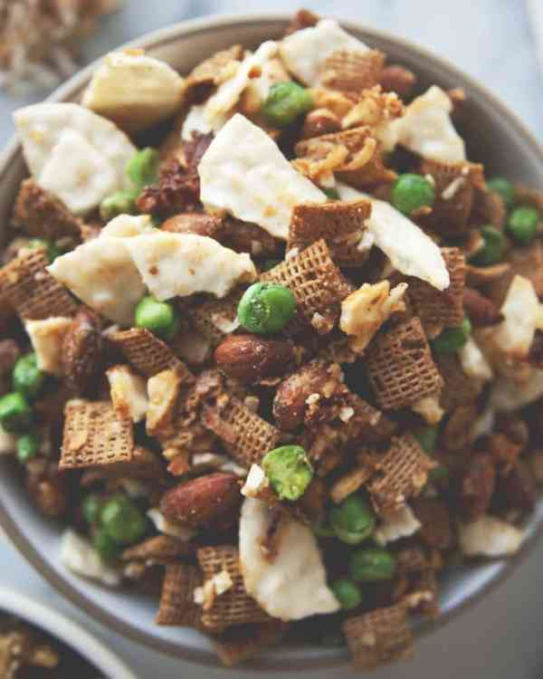 Which is one of the 5 great snacks that anyone can make? A crunchy party mix.
