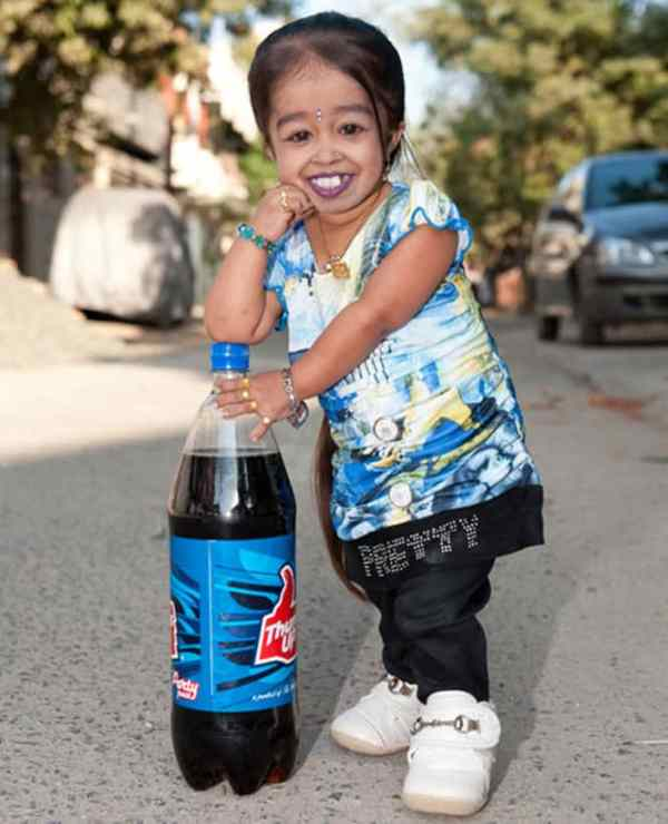 The list of 7 under-sized celebrities includes Jyoti Amge.