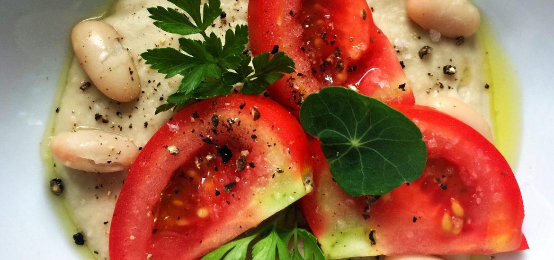 Bohnencreme mit Tomaten