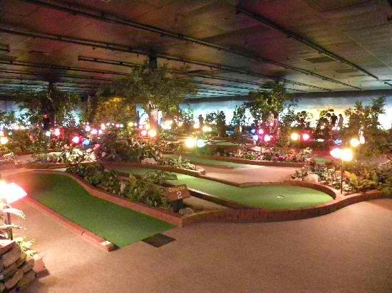 Indoor-Mini-Golf-at-W-76-County-Blvd