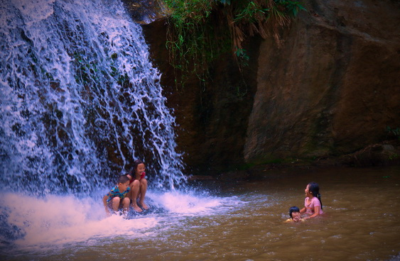 Mae Sa Waterfalls Children