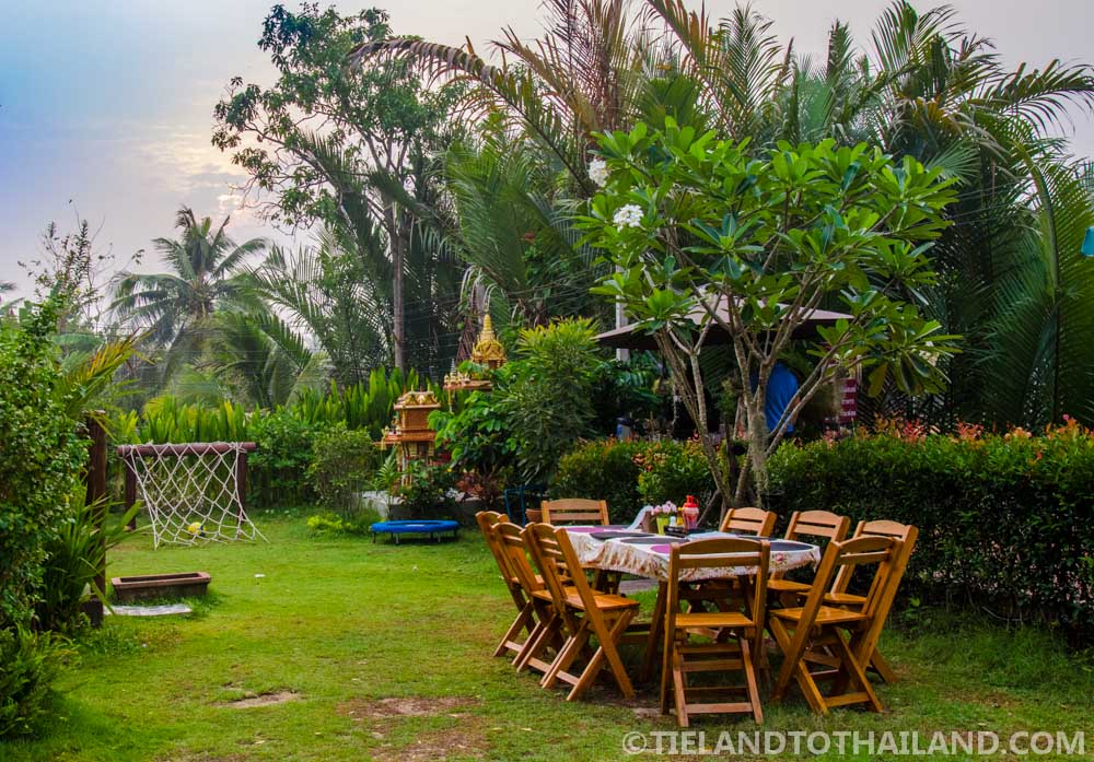 Beautiful garden area at Baan Suan Krua, a homestay in Samut Songkhram