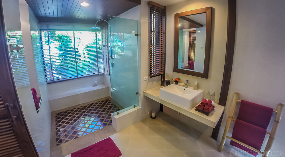 Crown Lanta Ocean Sunset Villa Bathroom