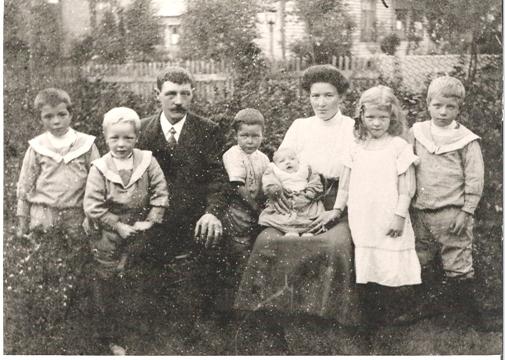 Kaspara med familien i Florø ca. 1912