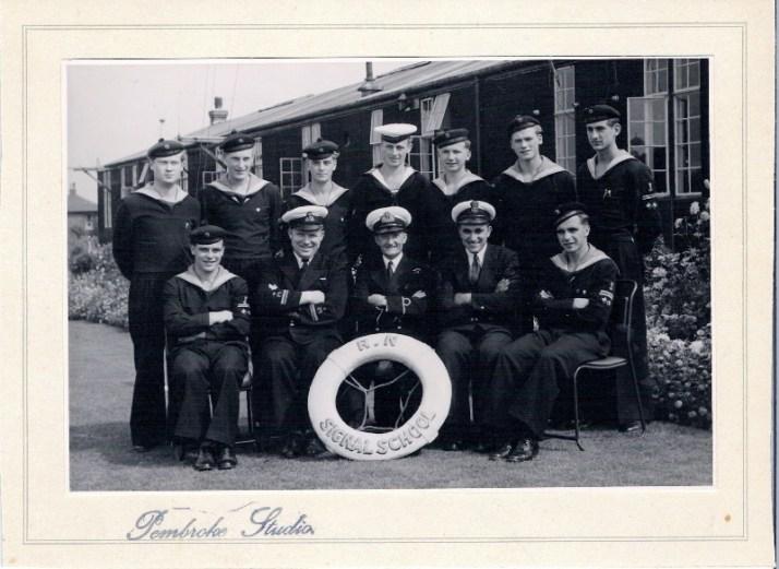 Min far Roar bakerst nr 2 fra høyre, da han var i Marinen