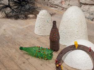 'Shrine', 'Vase No. 1 & 2', 'Kranz'; exhibition view
