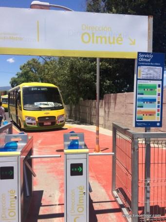 Nach Olmué steigt man von der Metro in den Bus um