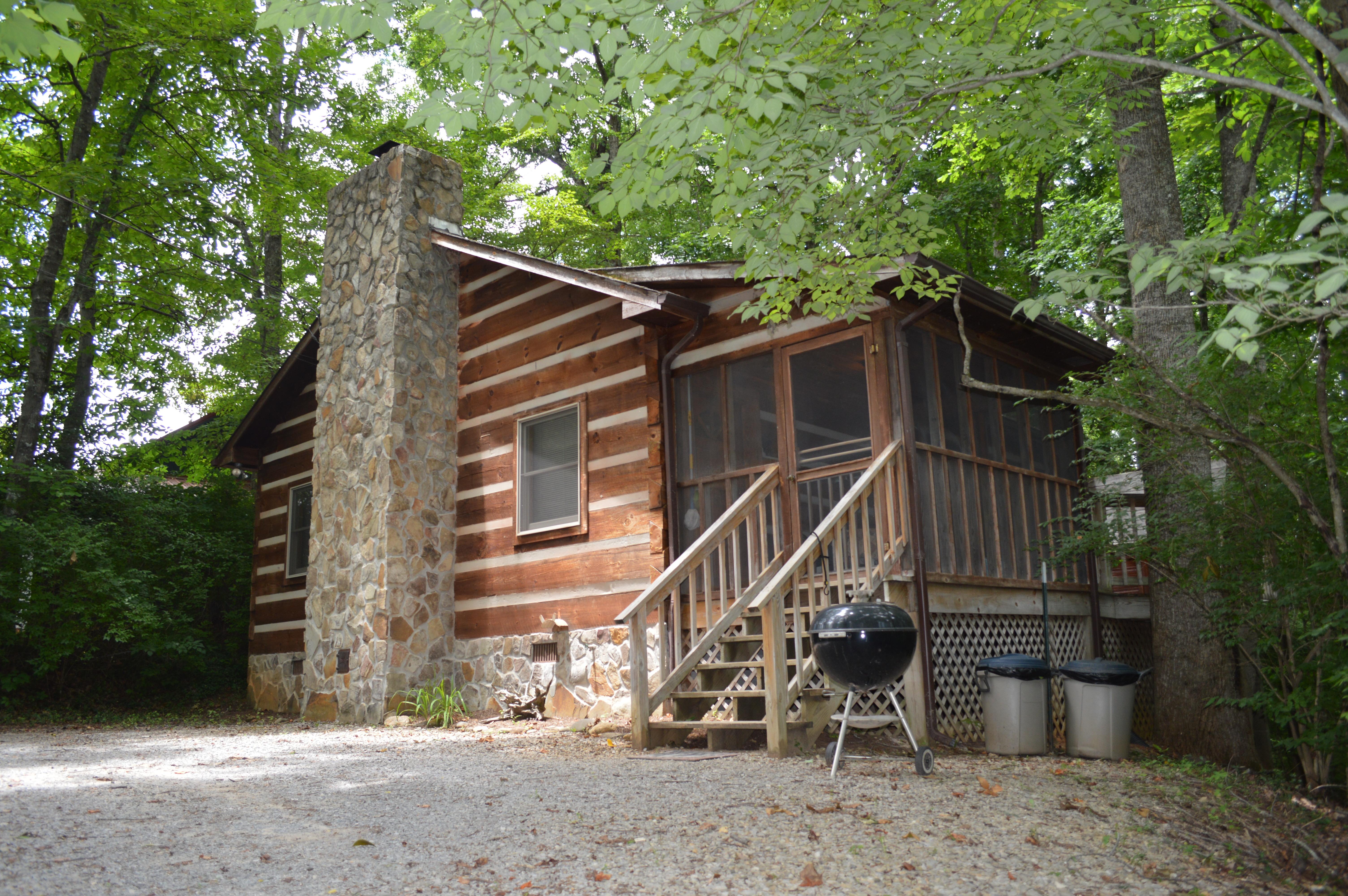 Townsend log cabin near river tipton 39 s cabin rentals for Log cabins rentals