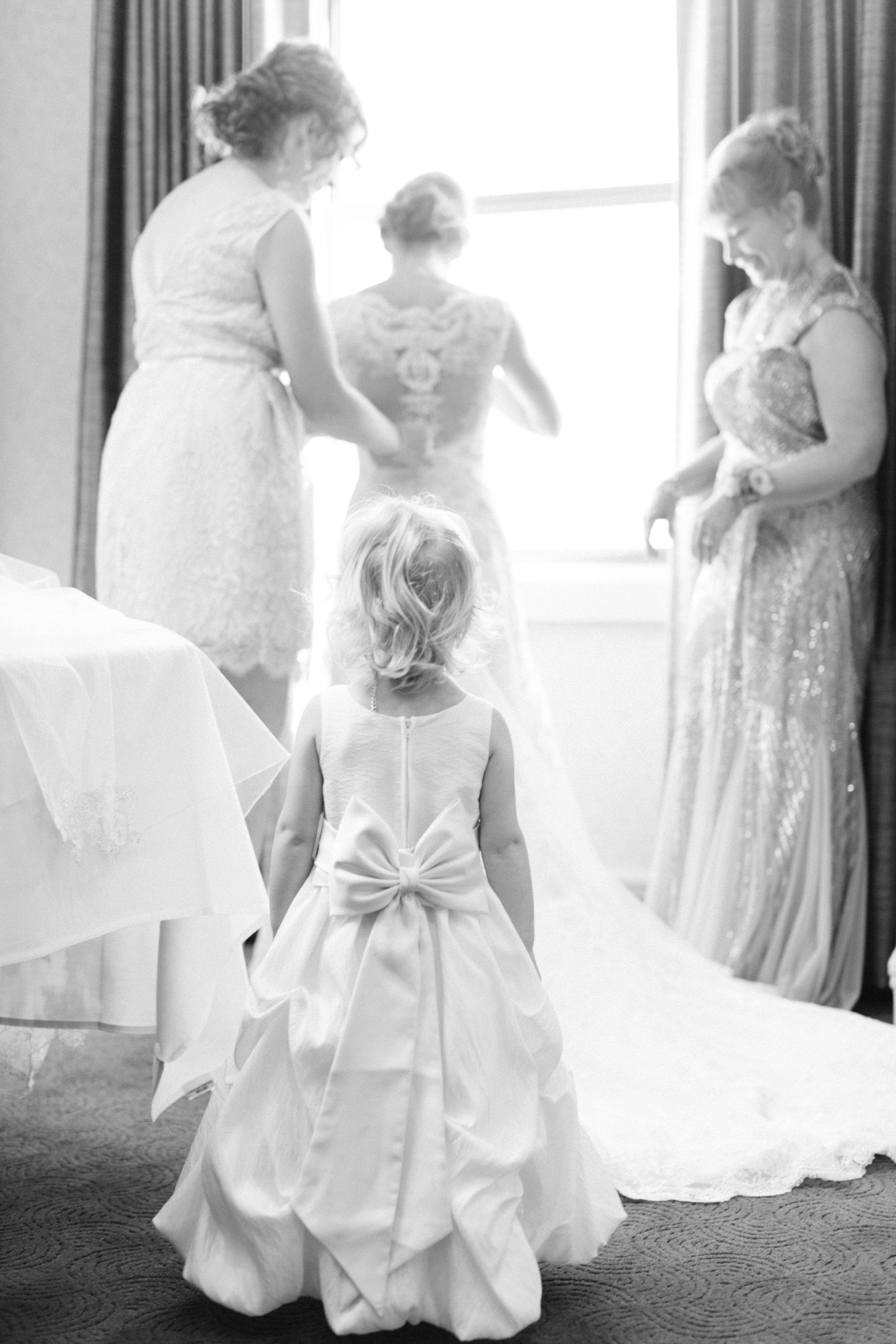 Tire Swing Photography | Hilton Netherland Plaza | Downtown Wedding Photography_0009