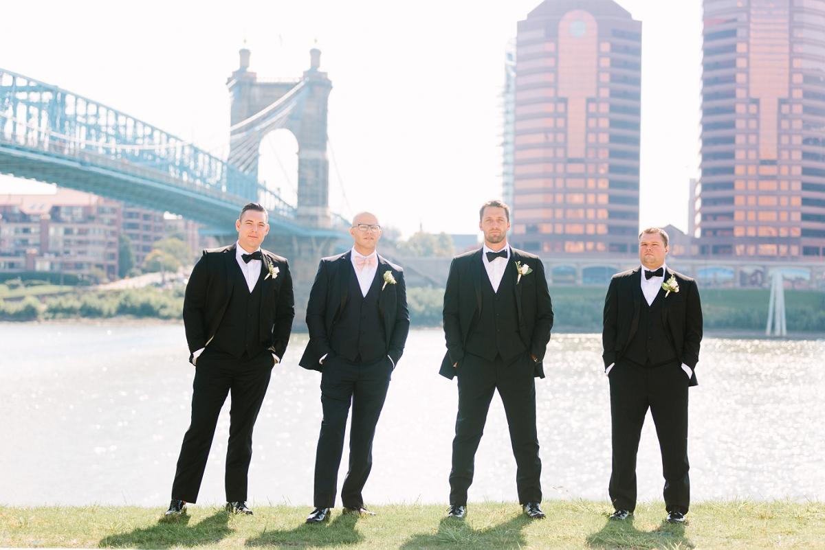 Downtown Cincinnati Smale Riverfront Park . Carnegie Center of Columbia Tusculum Wedding . Tire Swing Photography_0027