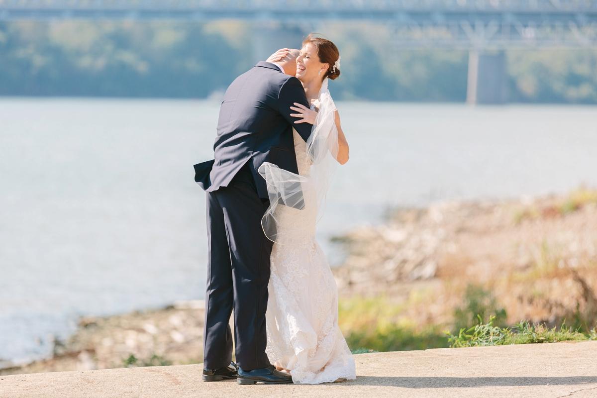 Downtown Cincinnati Smale Riverfront Park . Carnegie Center of Columbia Tusculum Wedding . Tire Swing Photography_0032