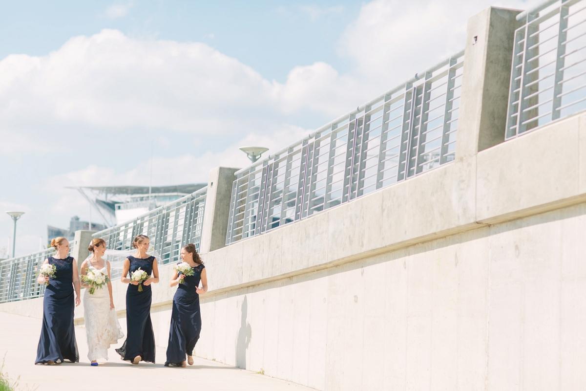 Downtown Cincinnati Smale Riverfront Park . Carnegie Center of Columbia Tusculum Wedding . Tire Swing Photography_0038