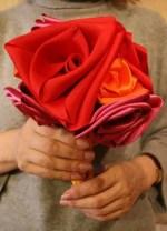 Como hacer un bouquet de rosas con tela