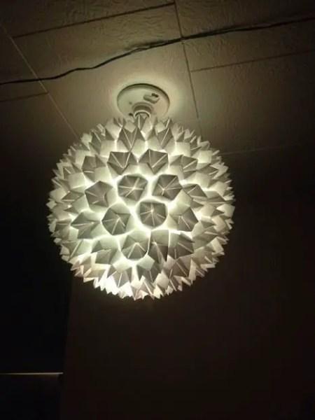 Como decorar una lampara colgante con papel todo - Manualidades con lamparas ...