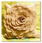 Como hacer una funda de fieltro para cojines con forma de flor