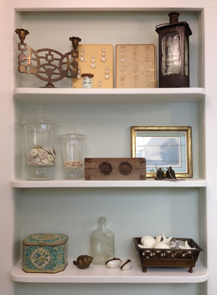 beach house bathroom shelves