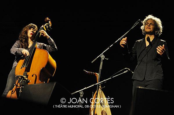 04_KAMILYA JUBRAN & SARAH MURCIA (©Joan Cortès)_08oct13_TMunicipal_25Jazzèbre_Perpinyà