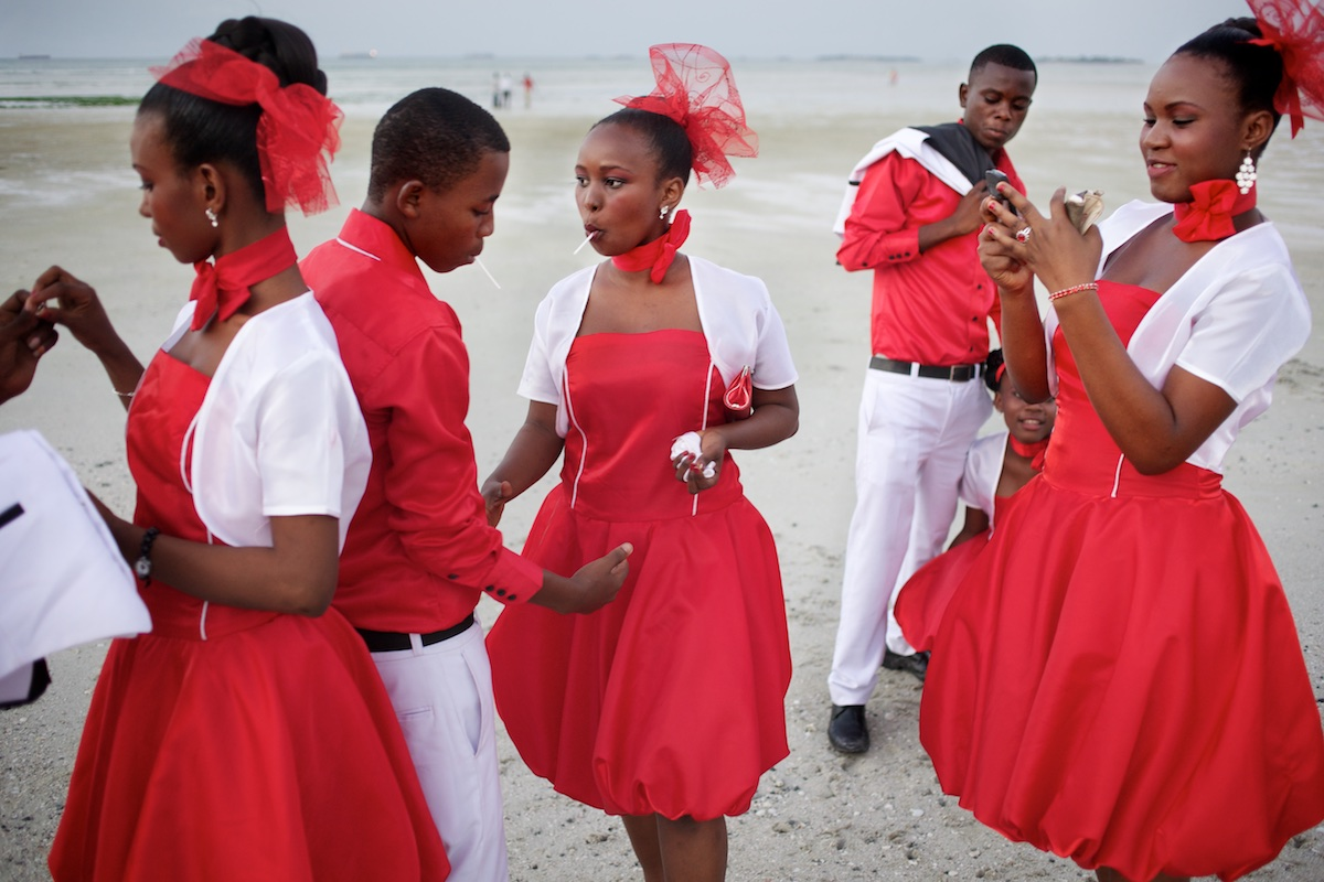 A wedding party gather for photographs on the beach in Dar es Salaam.  Photo: Tom Pietrasik Dar es Salaam, Tanzania June 25th 2011