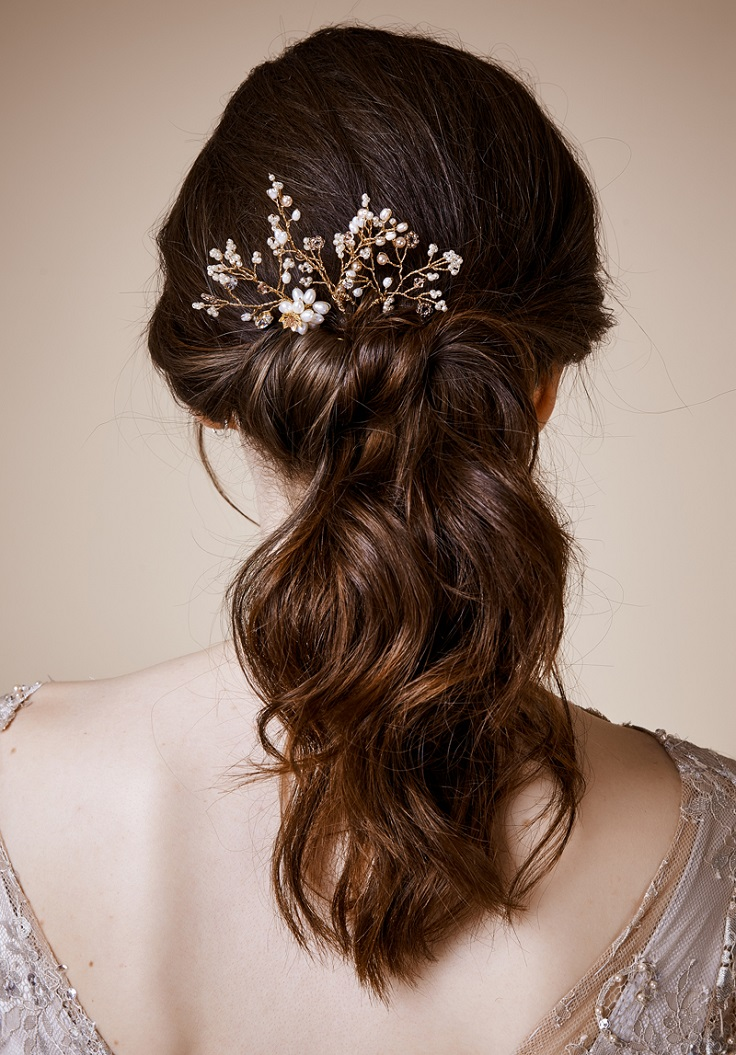 Having the most amazing hairstyle isn't enough, sometimes we need to add an accessory to feel like it's perfect. #wedding #hairstyle
