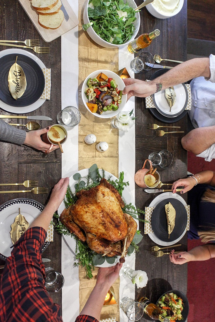 Friendsgiving Party - 10 Tips on How to Throw The Best one Ever