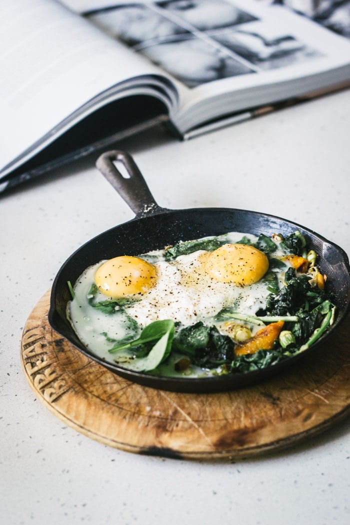 Baked Eggs with Spinach, Ricotta, Leek and Chargrilled Pepper - Izy ...