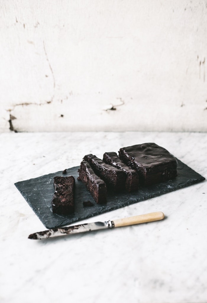 Healthy Sticky Chocolate Fudge Cake (like, super fudgy no joke) {Gluten, Dairy + Grain Free}