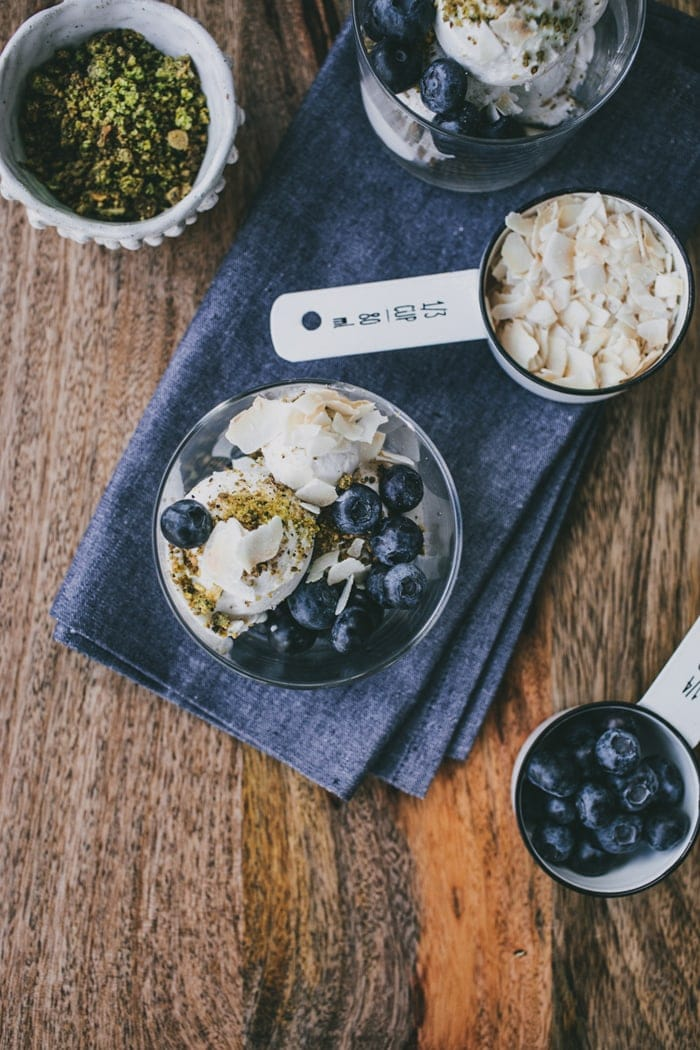 Coconut ice cream with pistachio crumb and blueberries 044
