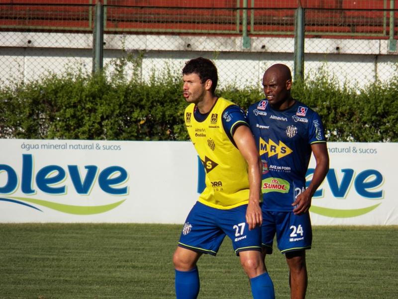 Ladeira e Marcelinho treinam, Élder Santana torce tornozelo e Tupi pode mudar no meio