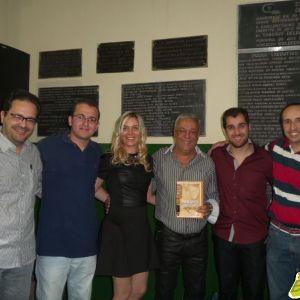 Álvaro, Thiago, Christiane, Márcio, Vítor e  Ricardo são os autores do livro