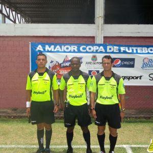 Fábio Silva, Paulo César de Castro e  José Vieira, o Zezinho: trio de arbitragem da final adulta da Copa Prefeitura Bahamas de Futebol Amador 2014