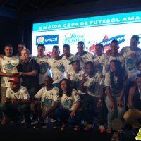 Oba-Oba rouba a cena na premiação da Copa Prefeitura Bahamas de Futebol Amador 2014