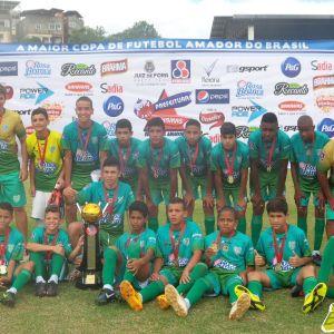 Equipe mirim do Bonsucesso, campeã da Copa Prefeitura Bahamas de Futebol Amador 2014