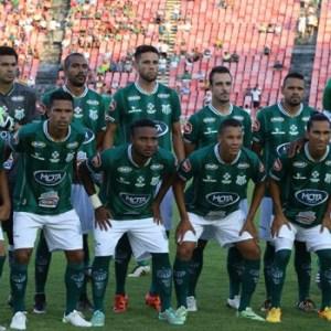 Equipe titular do Uberlândia diante do Atlético no Parque do Sabiá