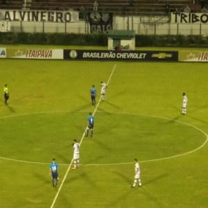 """Tupi ficou no empate com o Avaí: 1 a 1 nos """"embalos de sábado à noite"""" no Estádio Municipal Radialista Mário Helênio"""