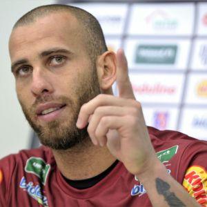 """Rafael Santos assumiu a condição de titular do Tupi e fez pelo menos dias defesas espetaculares diante do Bahia: """"Sorte e competência"""""""