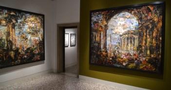 "Vista da exposição ""Vik Muniz: Afterglow–Pictures of Ruins"" no Palazzo Cini"